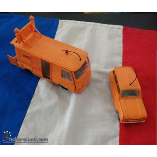 DINKY TOYS RENAULT 4L & FOURGON PEUGEOT J7